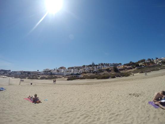 Blick auf die Ferienanlage vom Strand aus