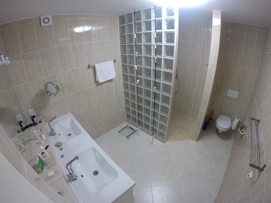Bad WC begehbare Dusche Ferienappartement Fuerte