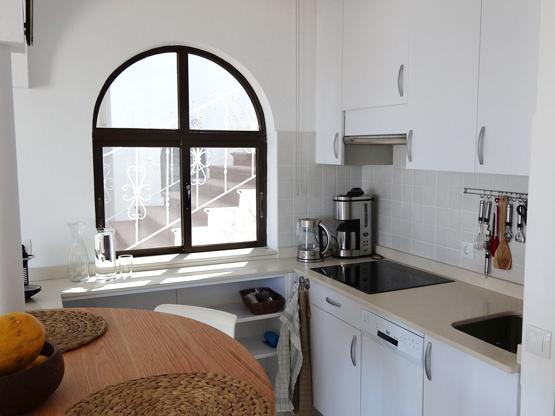 Küche und Esstisch Ferienwohnung Casa Calma