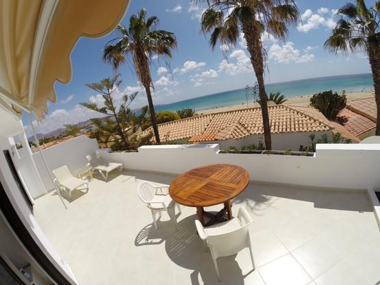 hochwertige Sonnenliegen Terrasse Wohnung Fuerte